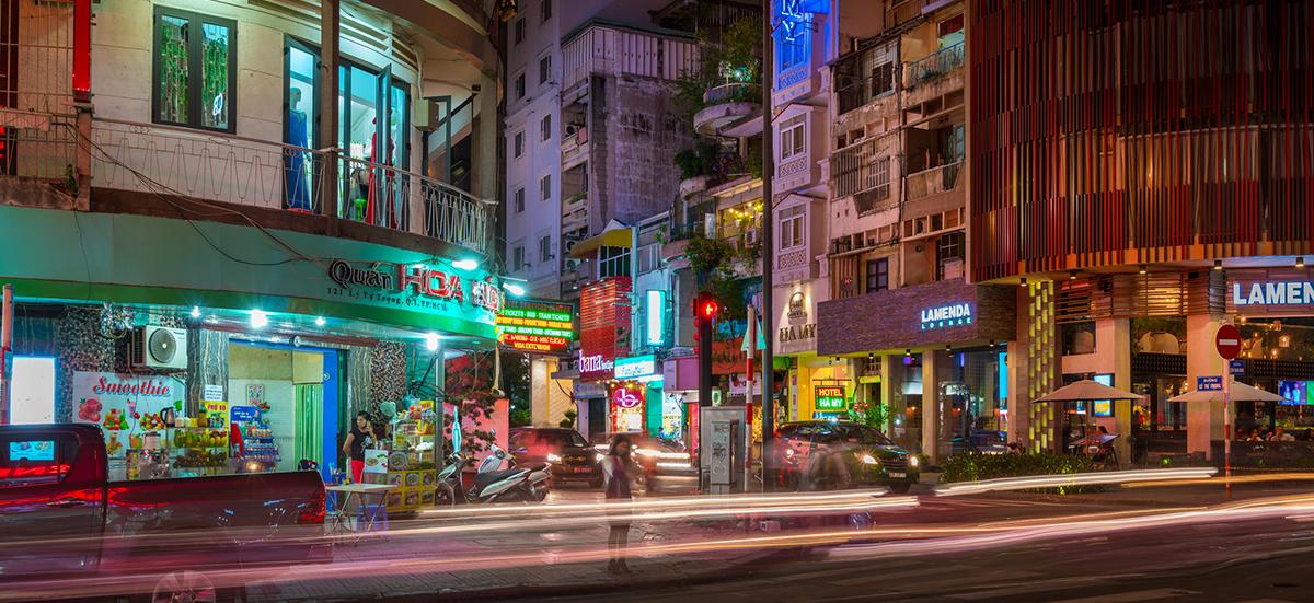 【越南】胡志明市夜晚才精彩!范五老街喝酒派對、西貢河遊船、濱城夜市和金融塔夜景